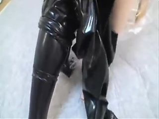 Latex Cat anziehen
