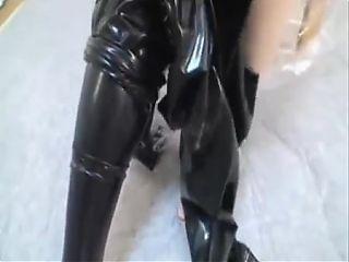 Latex Cat anziehen
