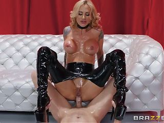 Blond cougar Sarah Jessie gets a good anal fuck