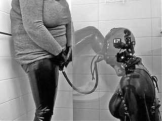 Bizarre Beauty - Latex doll urinal