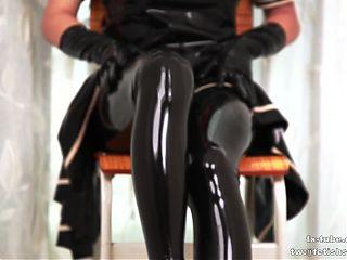 KIKI Latex JK hood breathplay on chair