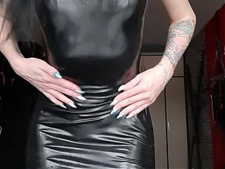 This is what Dominatrix Nika wants to do with your dick