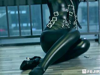 Fejira com Girl on leather single glove torture P2