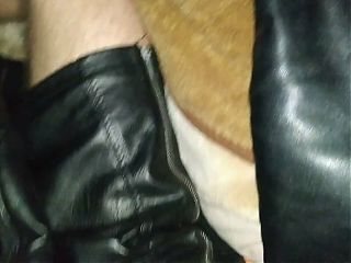 Leather boots and stirt my gerl
